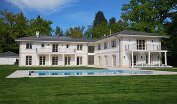 Новий будинок з басейном для продажу недалеко від центру Женеви