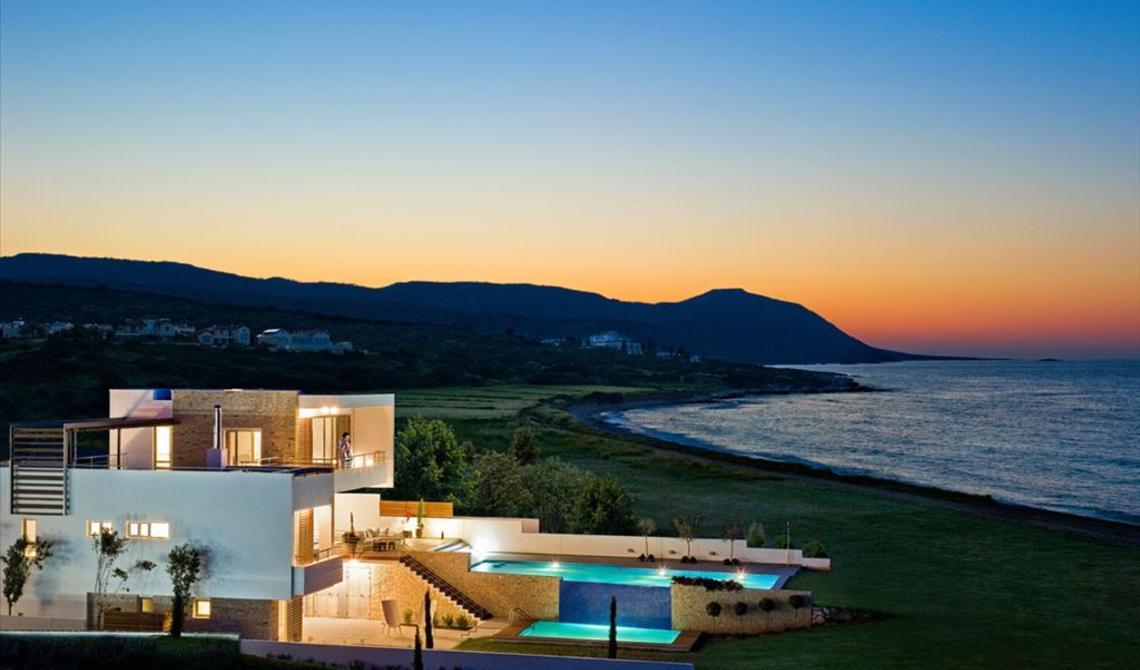 Comprare una casa in Puntaldiya su laghi salati terrevehe sulla montagna a picco sul mare