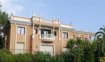 Villa for sale with 3 apartments in Roquebrune-cap-Martin overlooking Monaco